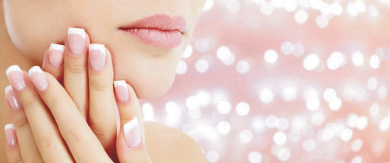Gesicht und Fingernägel